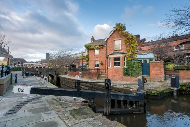 Photograph of Lock 92 (aka Duke's Lock) on the Rochdale Canal in Castlefield, Manchester. The former lock-keepers cottage can also be seen.