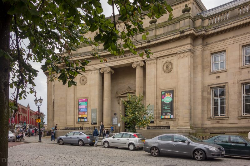 Photo of entrance to Bolton Art Gallery, Library and Museum. Situated on Le Mans Crescent in Bolton town centre.