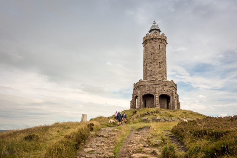 Photo of the Darwen Tower (Jubilee Tower) and walkers.