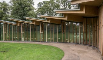Photo of the Avenham Pavilion at Avenham Park, Preston, Lancashire. The building houses a cafe and the park's offices.