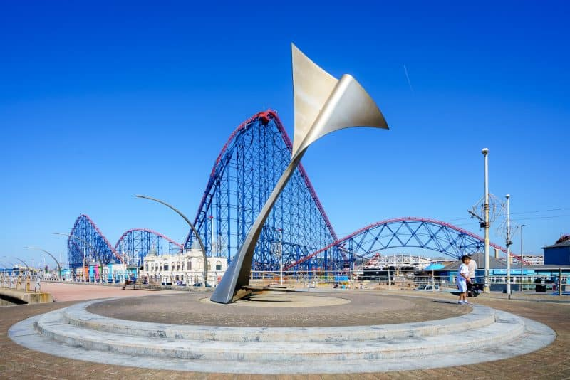Swivelling Wind Shelters at the Great Promenade Show, Blackpool. Designed by McChesney Architects and Atelier One.